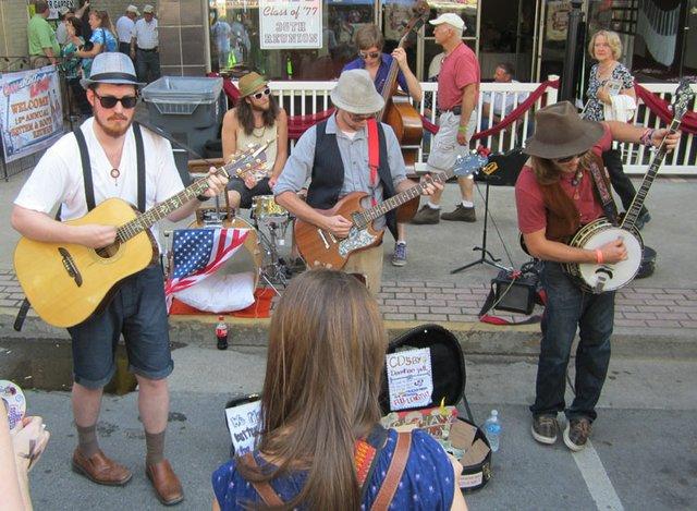 VA---RHYTHM3-street-band.jpg