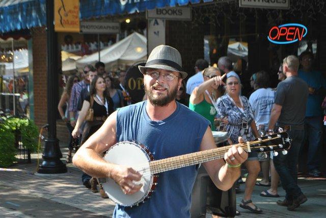 VA---RHYTHM8-man-with-banjo.jpg