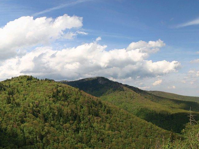mountain_panorama-iStock_000005451287Medium.jpg