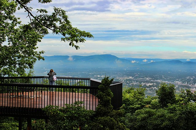 04.overlook in roanoke virginia_twocootstravel_blueridgecountry.jpg
