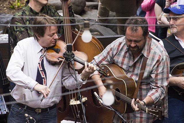 Stuart Duncan (left) and Dan Tyminski, of the Soggy Bottom Boys