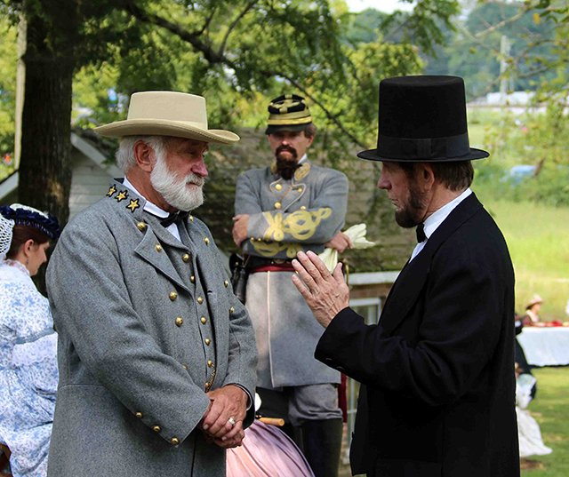 Lee and Lincoln discussing the war at the Battle of Tunnel Hill