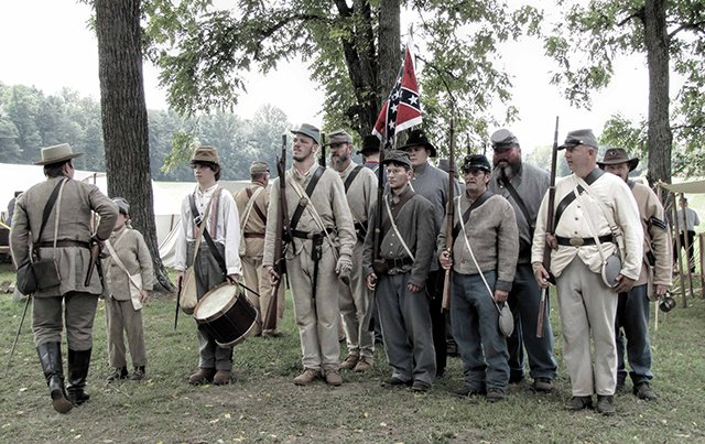 Confederates preparing for battle at the Battle of Tunnel Hill