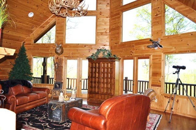 Mountain Top Cabin Rentals: Living Room