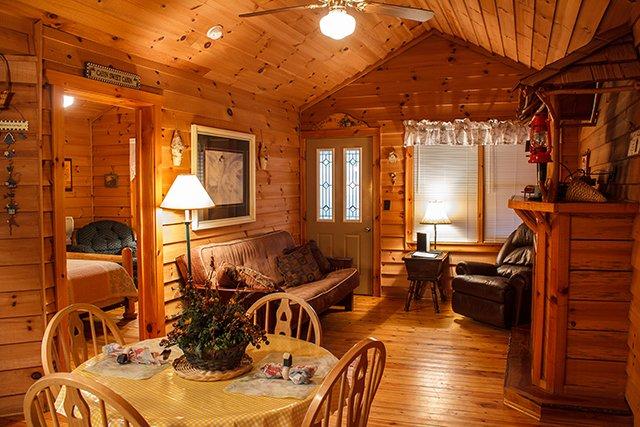 Cavender-Creek-Cabins-5-DR-LR-credit-Grizzle-Photography.jpg