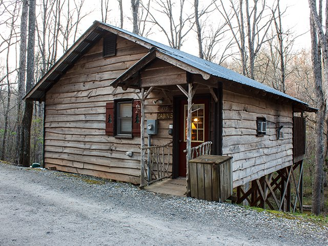 Cavender-Creek-Cabins-5-Front-credit-Grizzle-Photography.jpg