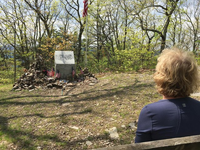 Audie-Murphy-Monument.jpg