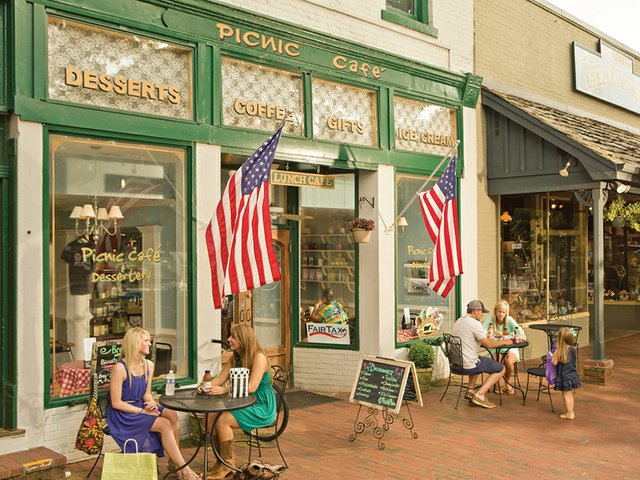 Historic_Downtown_Dahlonega-Picnic-Cafe-and-Dessertery-photo-credit-Georgia-Dept-of-Economic-Development_cmyk_s.jpg