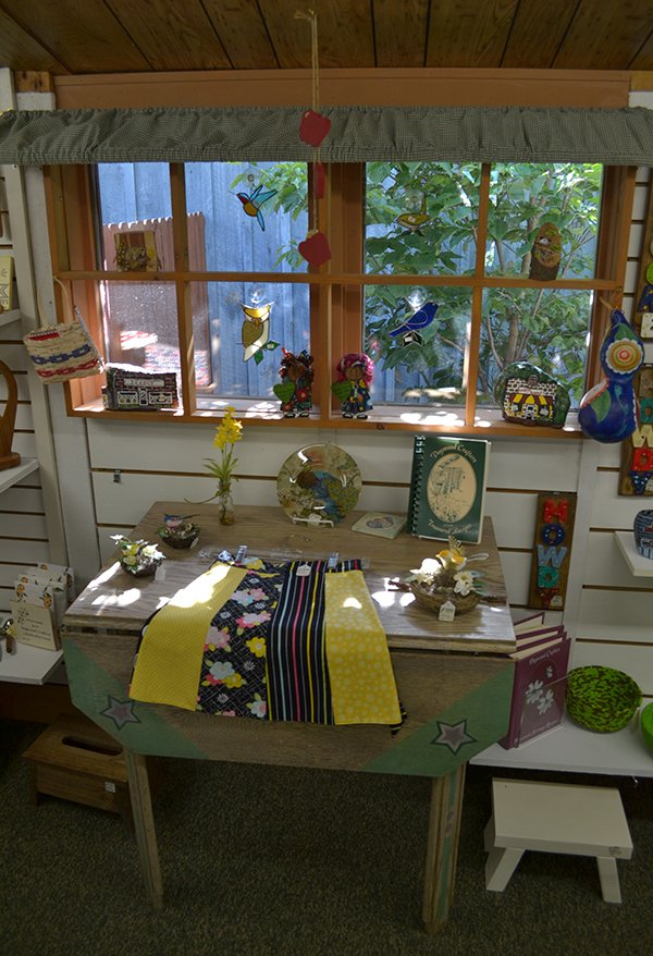 Dogwood-Crafters-in-Dillsboro-NC-(3)-inside---photo-by-Angela-Minor.jpg