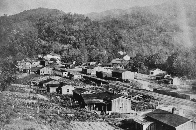 Elkmont-town-in-it's-heyday.jpg