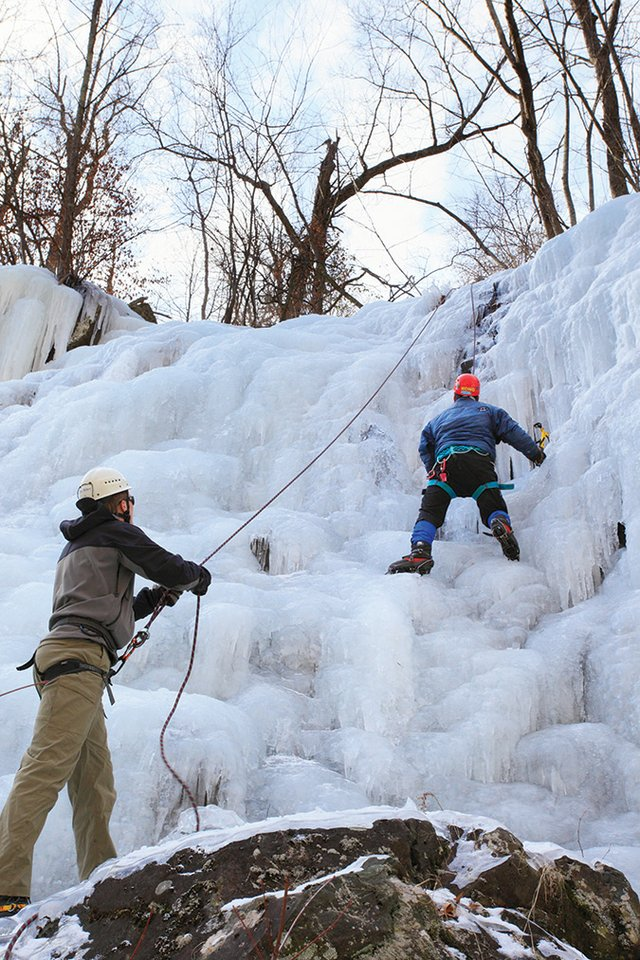 VA.SNP.WHITE-OAK-CANYON.CLIMBERS-ON-ICE-FLOW.jpg