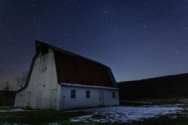 SK Astro barn and stars 750x499.jpg