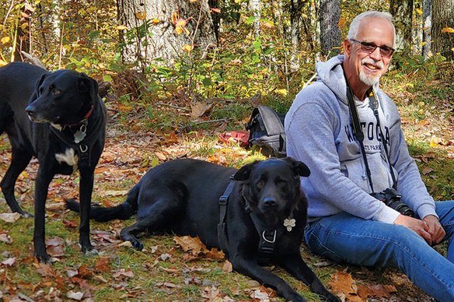 John-Dean-with-his-travel-companions-Jack-and-Max-(standing)---photo-by-Donna-Dilley.jpg