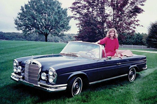 Stefanie-Powers_1967-Mercedes-250SE.jpg