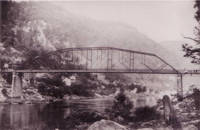 phoca_thumb_l_fayette-bridge-bandw.jpg